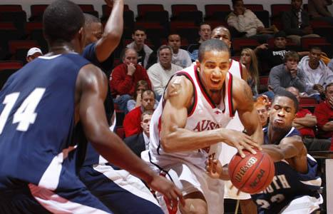Cold Shooting Leads To Govs Undoing At Drake Austin Peay State University Athletics